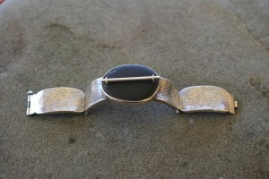 Bracelet with pebble and silver